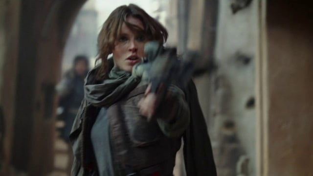 rogue-one-jyn-erso-with-blaster_4q1w_640
